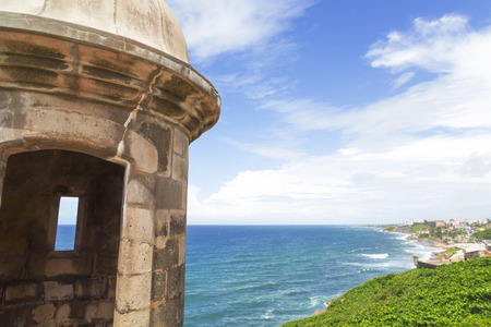Historic Spanish sentry box overlooking San Juan bay and coast, Puerto Rico 版權商用圖片