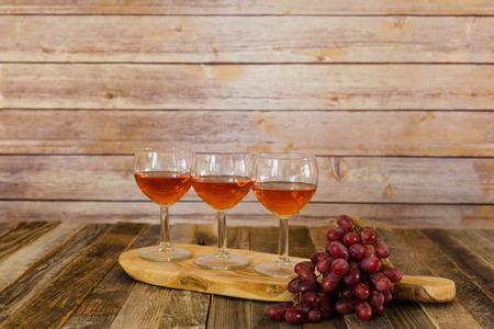 Rose wijn vlucht met druiven