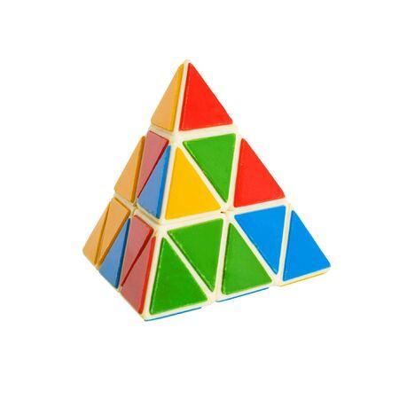 conundrum: Triagale piramide enigma su sfondo bianco