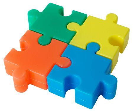 conundrum: In plastica colorata figura da fette puzzle sullo sfondo bianco  Archivio Fotografico