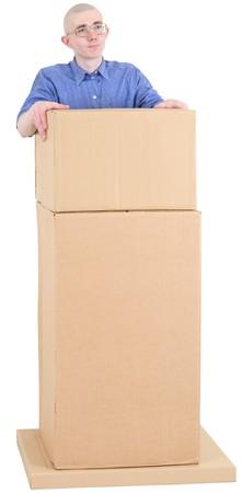 tribune: Man bespectacled for tribune from carton box