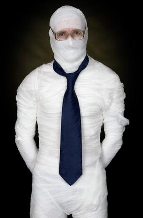 anonyme: Man en bande avec des lunettes et la cravate noire sur