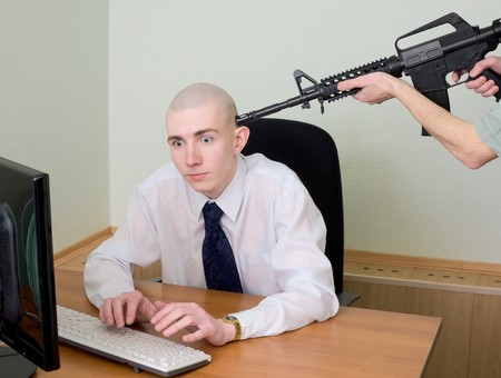 machinegun: Arrest of the hacker working in the Internet at office