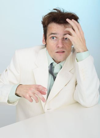 zerzaust: Die jungen am�sant zerzaust Angst Person in eine wei�e Jacke