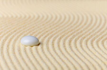 Composition sur jardin Zen - sable jaune et verre drop