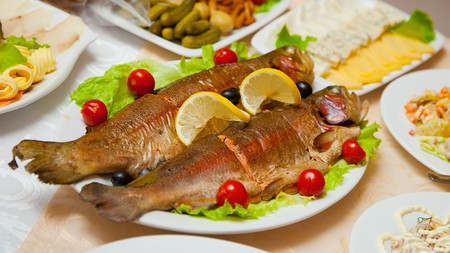 cooked fish: Dish of delicious fried fish on the table