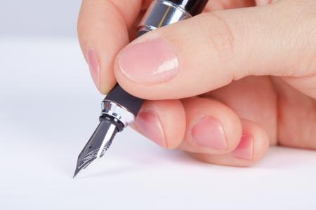 schreiben: Unterzeichnet die Person Dokumente - eine Hand close up
