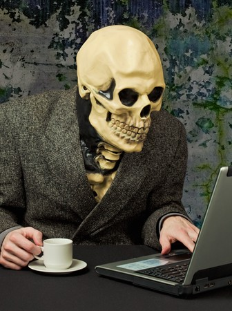 The terrible person - a skeleton uses the Internet photo