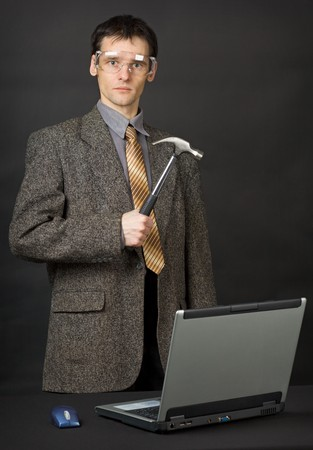 The man was determined to repair the computer with their own hands photo