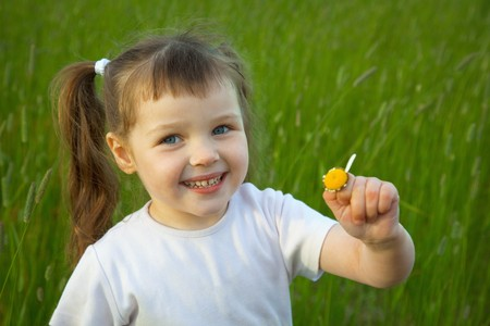 tell fortunes: The little girl has torn off at a chamomile all petals except one