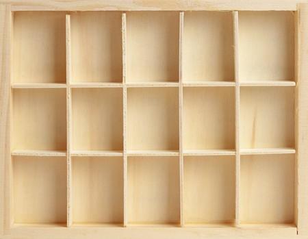 mensole: Scatola di legno su quindici celle simile a un rack