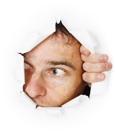 El hombre que asusta mira a través de un agujero  Foto de archivo - 7799085