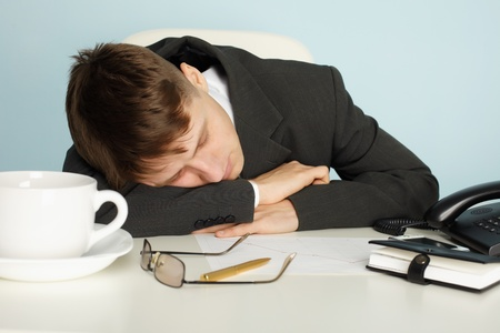 drowse: A young office worker was tired and fell asleep at the table