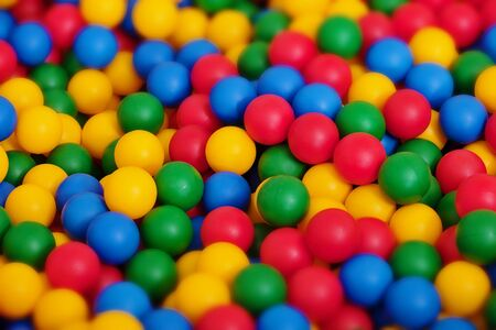 pool ball: Un gran n�mero de bolas de juguete de color diferente - el fondo