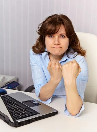 feministische: De vrouw - een feministe verdedigt zijn positie in office