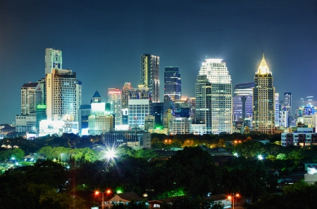 Panorama der Stadt bei Nacht. Thailand, Bangkok, das Zentrum.