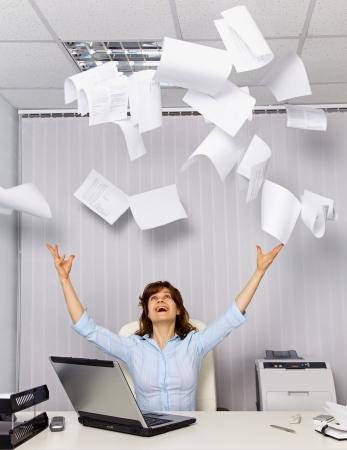 Enjoy working in the office - office business scene Standard-Bild
