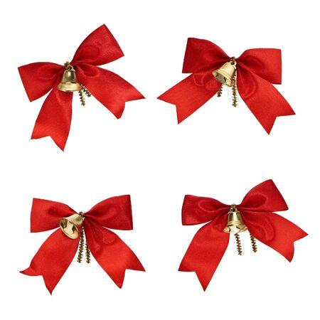 adornos navideños: Sencillo decoraciones de Navidad - cintas rojas y campanas en blanco Foto de archivo