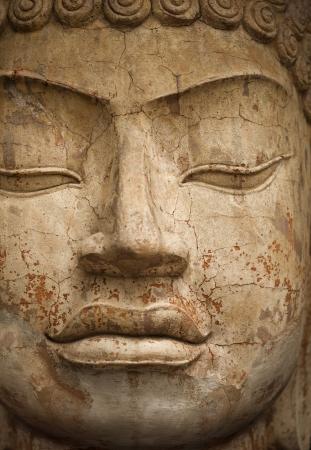 primer plano cara: Estatua de piedra de un Buda. Cara de cerca Foto de archivo