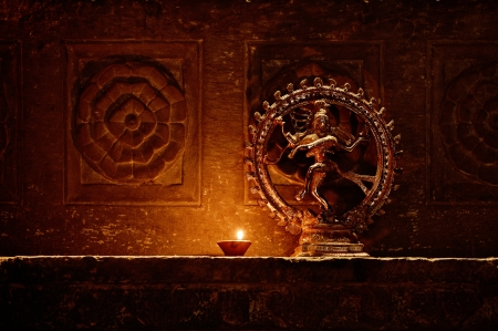 踊るシヴァ神の像。インド、ウダイプール