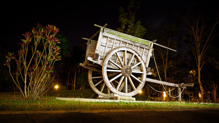 pioneers: Old wooden wagon in the park - the original decoration for landscaping Stock Photo