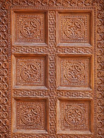 Jaisalmer, Rajasthan, Indien. Dekoration an der Wand eines alten Gebäudes. Traditionelle Steinschnitzerei Standard-Bild - 86805128