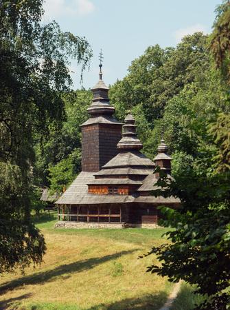 Kirche der Fürsprache der Heiligen Jungfrau 1792 aus Pirogovo, Kiew, Ukraine Standard-Bild - 86805134
