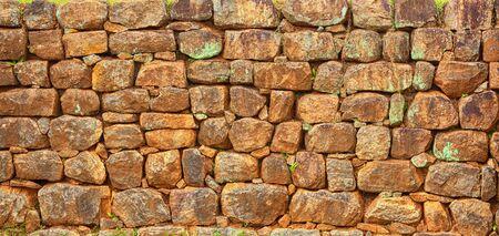 Alte Mauerwerk, Zaun. Maurerarbeitbeschaffenheit des natürlichen grauen Steins Standard-Bild - 86895350