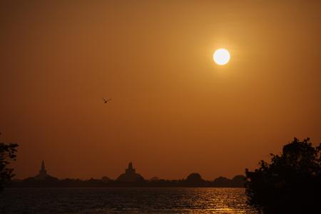 Sri Lanka, Anuradhapura - sunset over lake Standard-Bild - 90252629