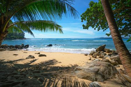 Beautiful paridise beach in Thailand, Phuket island. Standard-Bild - 90573327