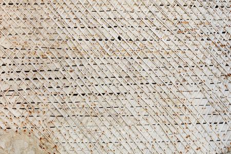 Der Holzrahmen der alten Baracke ummauert Schmutzhintergrund. Standard-Bild - 90599075