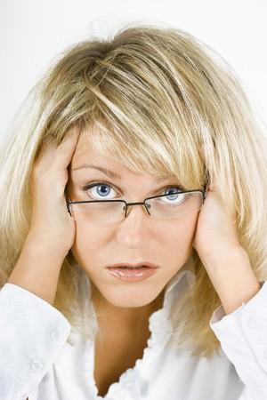 乱れた、取り乱した金髪の少女眼鏡 写真素材