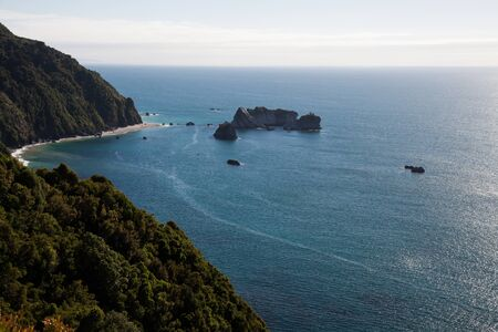ocea: Countryside with hills and ocean. New Zealand, Southern island