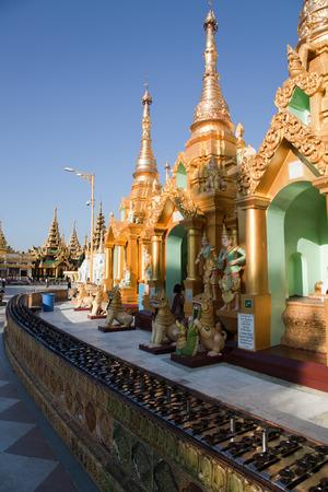 Inter der größten buddhistischen Tempel der Shwedagon Pagode, Rangun, Birma. Standard-Bild - 39056480