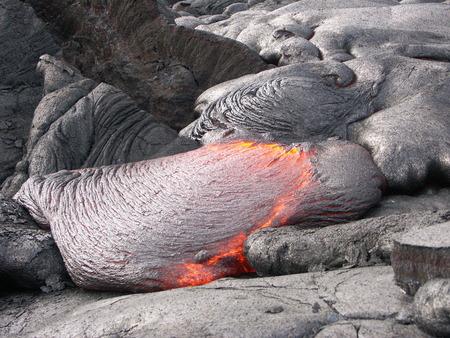 Fließende Lava am Vulkan Feld. Hawaii, Big Island Standard-Bild - 39109702