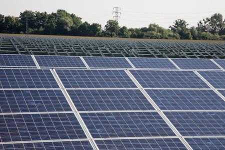 Solarkraftwerk in Bau. Standard-Bild - 39109708