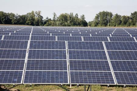 Solarkraftwerk Bau. Standard-Bild - 39109710