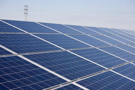 Solarkraftwerk Bau. Standard-Bild - 39109711