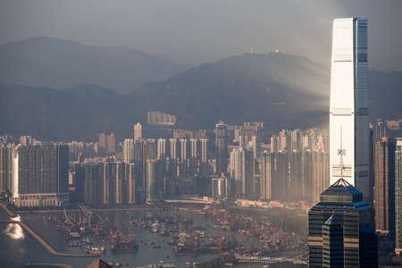 HONG KONG - 1. Februar 2013: Hong Kong downtown bei Sonnenuntergang am 1. Februar 2013. Standard-Bild - 39473313