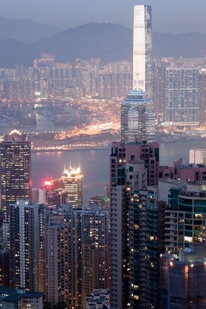 HONGKONG - 1. Februar 2013: Hongkong Innenstadt in der Nacht Beleuchtung auf 1. Februar 2013. Standard-Bild - 39473309