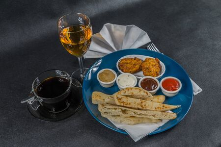 Oriental Indian set,  naan bread and onion bhaji, four sauces, blue plate, black coffee, white wine, tasty set