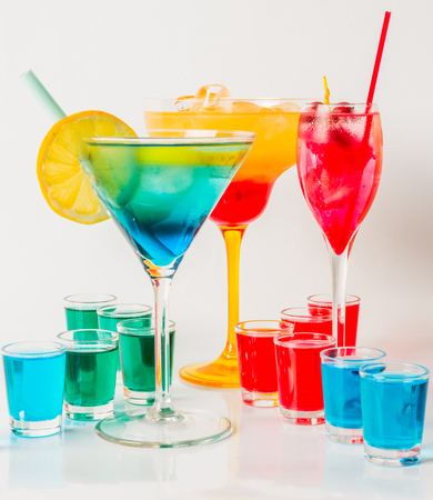 Set Von Farbe Trinken, Verschiedene Formen Von Gläser, Getränk-Set ...