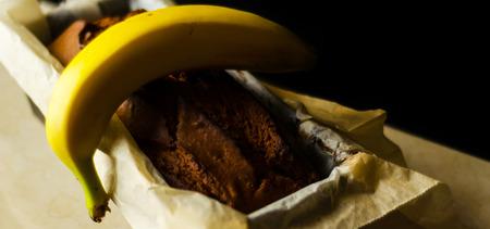 Freshly baked banana cake with nuts, banana bread in baking form, homemade baking Zdjęcie Seryjne