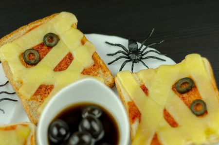 Funny sandwiches with mummy for a Halloween party, creative serving of food, scary 版權商用圖片