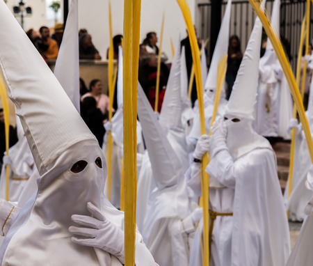 VELEZ-MALAGA, SPAIN - MARCH 25, 2018 People participating in the procession in the Holy Week in a Spanish city, easter Redactioneel