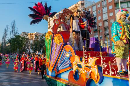 CARTAGENA, SPAGNA - 2 MARZO 2019 Una colorata sfilata di carnevale organizzata dagli abitanti di una famosa città della regione di Murcia