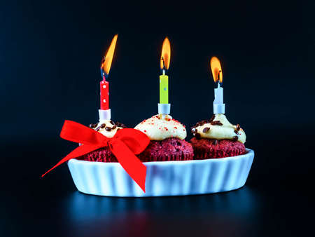 Sweet colorful mini cupcakes with burning candles, the celebration of an important day, delicious sweets Banque d'images