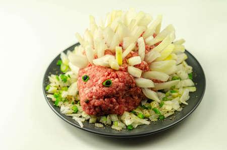 Traditional German dish called Mettigel,Mett served as a Mett hedgehog, raw food Banque d'images