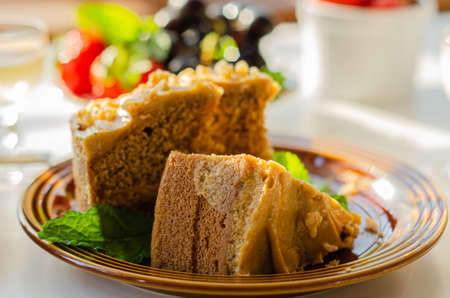Coffee cake layered with coffee buttercream and walnuts, Colombian coffee and walnut cake, sweets Banque d'images