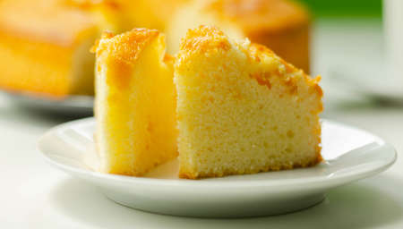 Portion of Madeira ring loaf cake served on a small plate, traditional cake Imagens